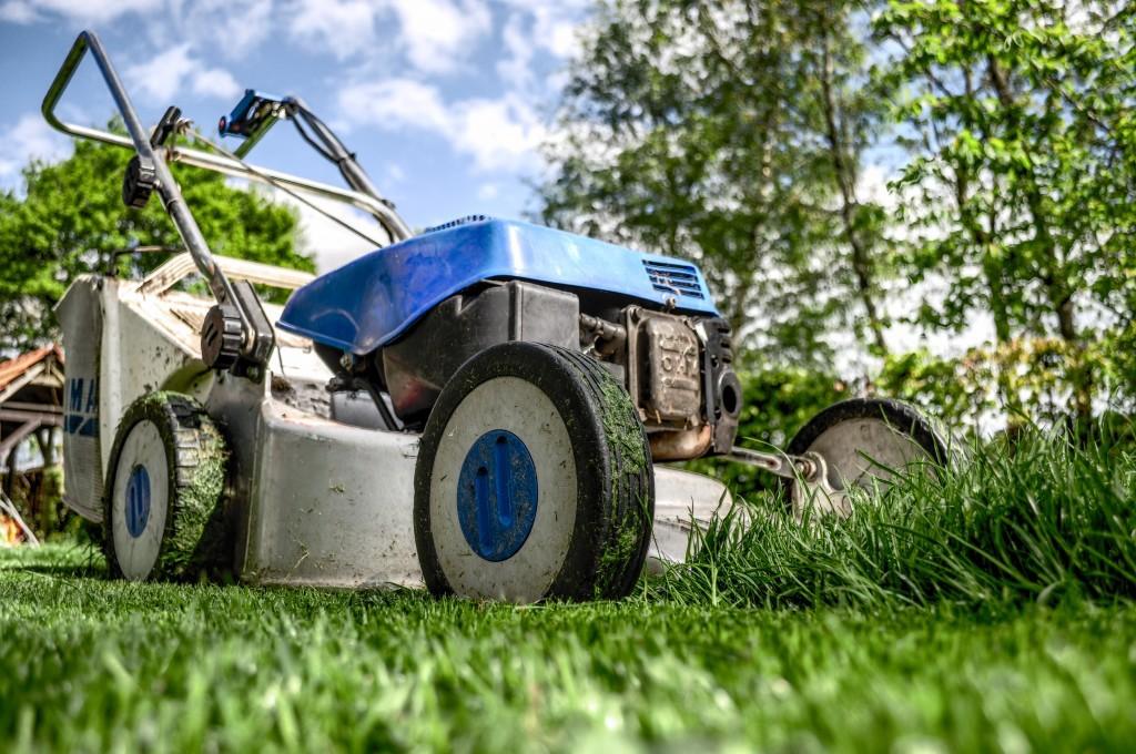 lawnmower-384589-1024x680